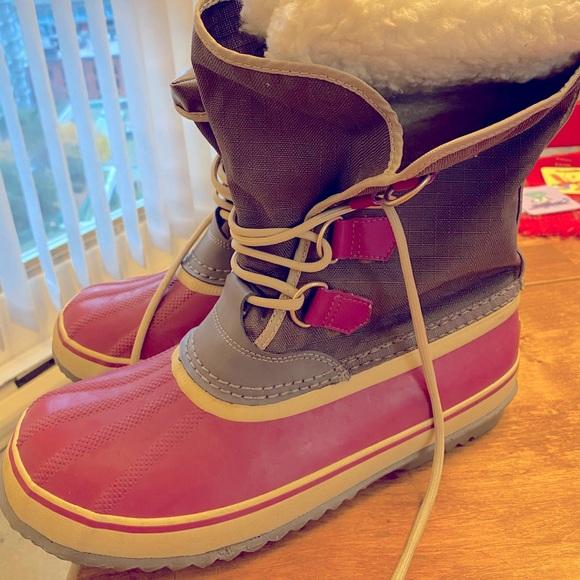 Sorel women's waterproof snow-boots size 10